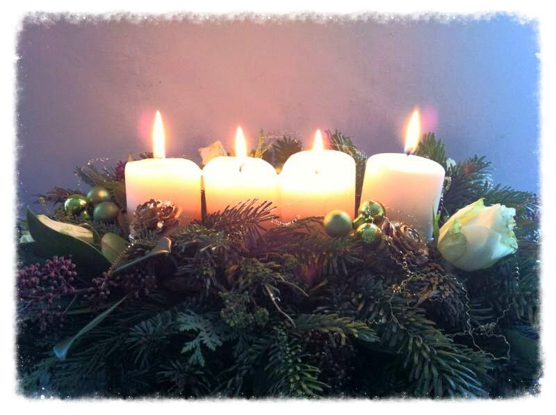 Advent, Advent, ein Lichtlein brennt. Erst eins, dann zwei, dann drei, dann vier, dann steht das Christkind vor der Tür.