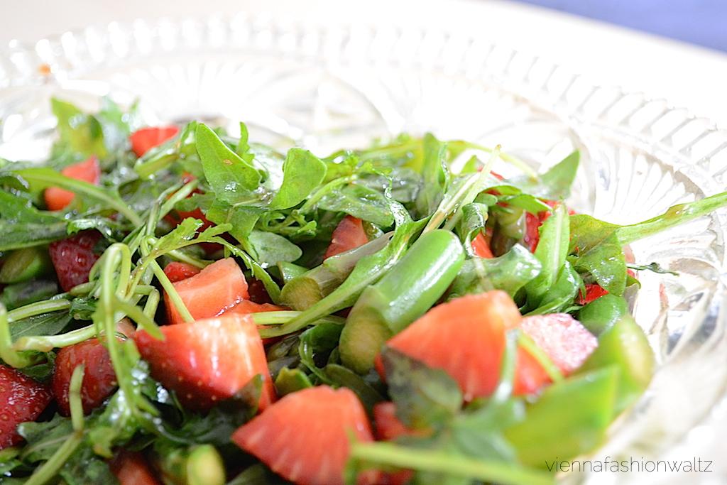 Spargel Erdbeer Rucola Salat Rezept | leichter Leben