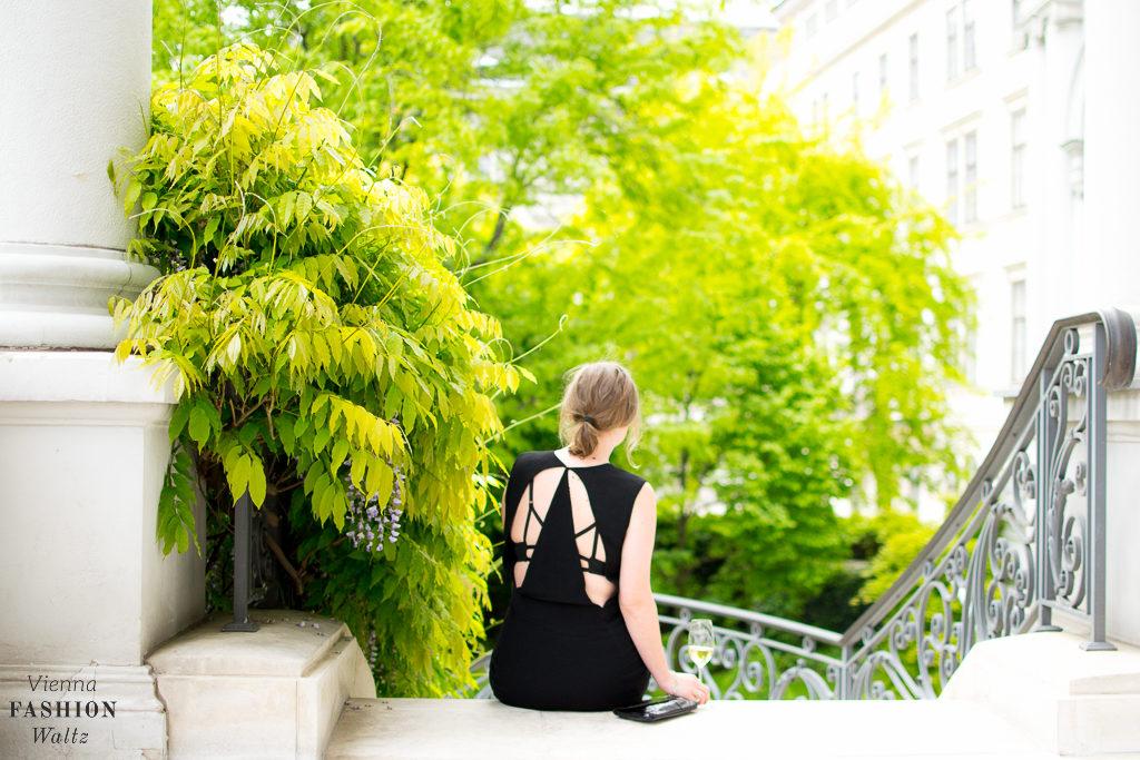 Black and White Fashion Style, Outfit Black & White Adidas Bounce H&M Kleid Fashion Blog www.ViennaFashionWaltz.com-23