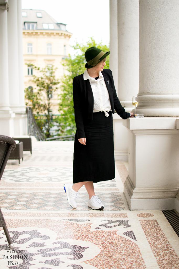 Black and White Fashion Style, Outfit Black & White Adidas allwhite sequence boost esm H&M Kleid Fashion Blog www.ViennaFashionWaltz.com-4