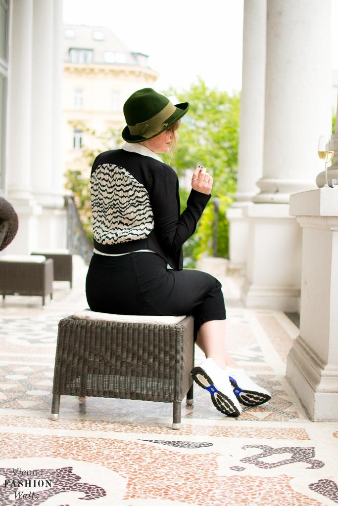 Outfit Black & White Adidas all white boost H&M Kleid Fashion Blog www.ViennaFashionWaltz.com-8