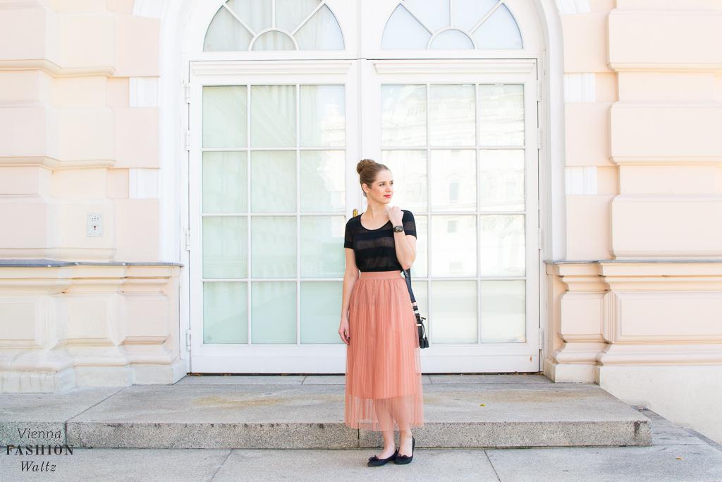 fashion-lifestyle-blog-wien-austria-www-viennafashionwaltz-com-plisseerock-23-von-56