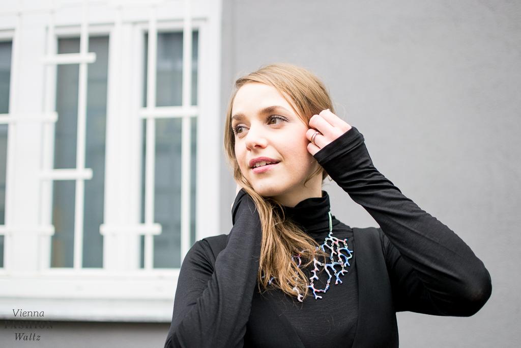 fashion-food-lifestyle-blog-wien-austria-oesterreich-www-viennafashionwaltz-com-all-black-outfit-look-black-dress-43-von-50