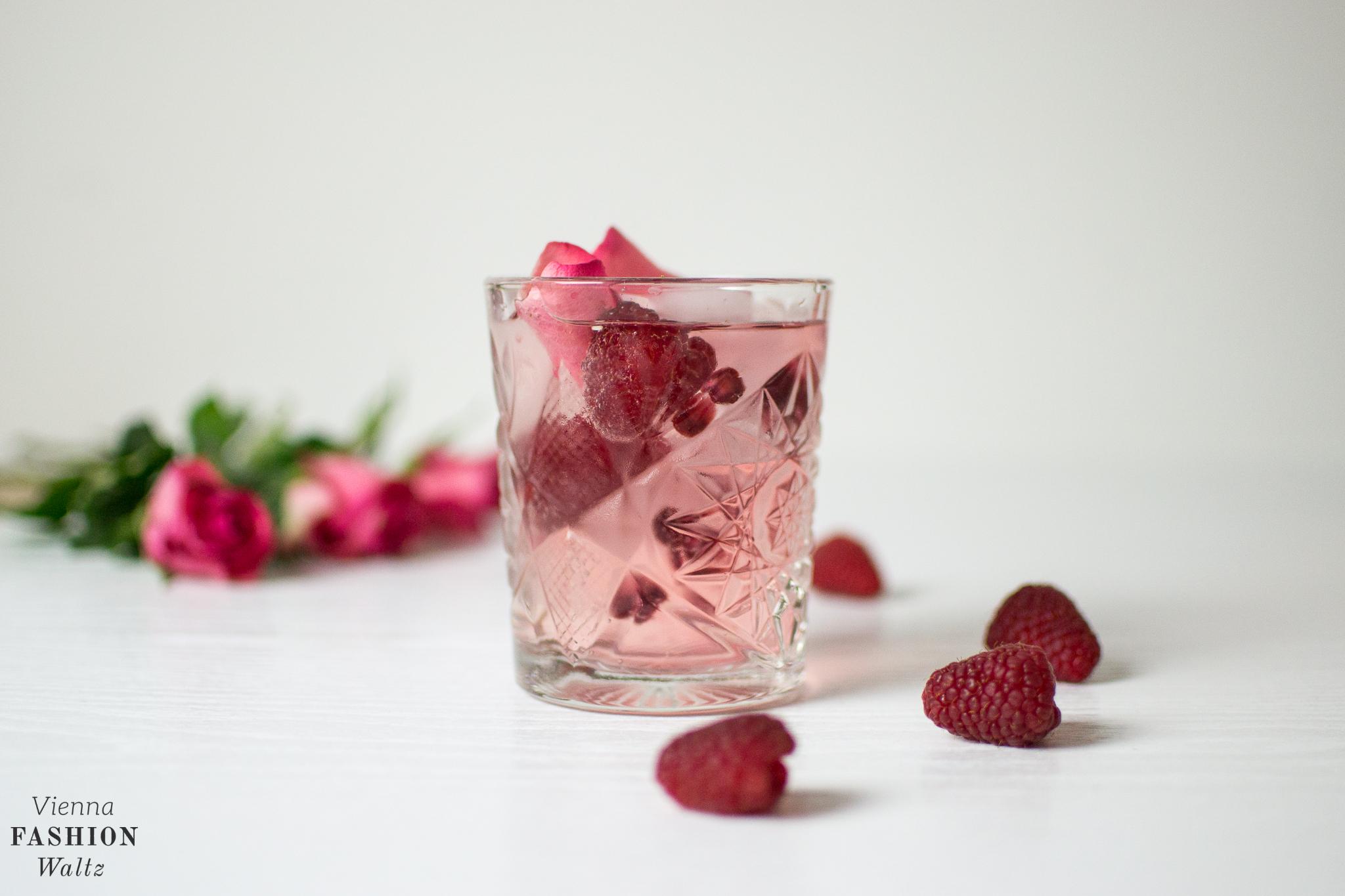 Raspberry Rose Aeijst Gin and Tonic Food Fashion Lifestyle Blog Wien Austria Österreich www.viennafashionwaltz.com Valentins Day