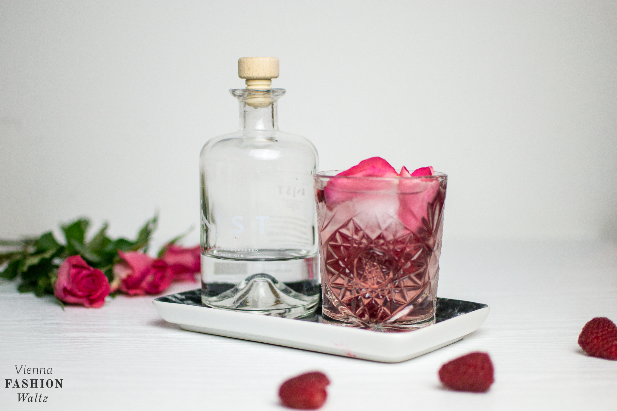 Raspberry Rose Aeijst Gin and Tonic Food Fashion Lifestyle Blog Wien Austria Österreich www.viennafashionwaltz.com Valentins Day