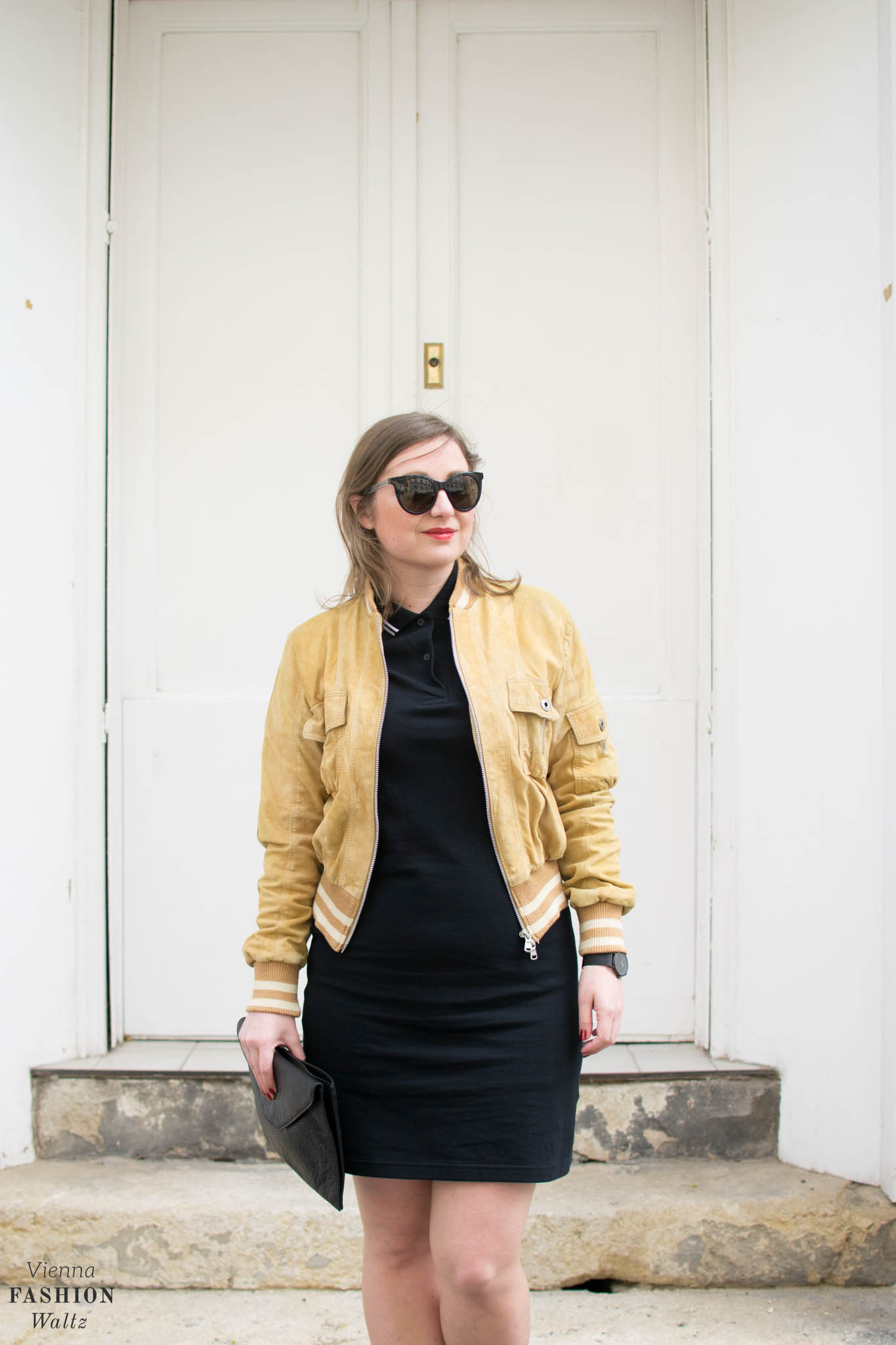 Vienna Streetstyle Blogger Outfit with Vintage Bomberjacke, Fred Perry Dress, Clutch, Adidas Ultra Boost, all black Kapten&Son Watch