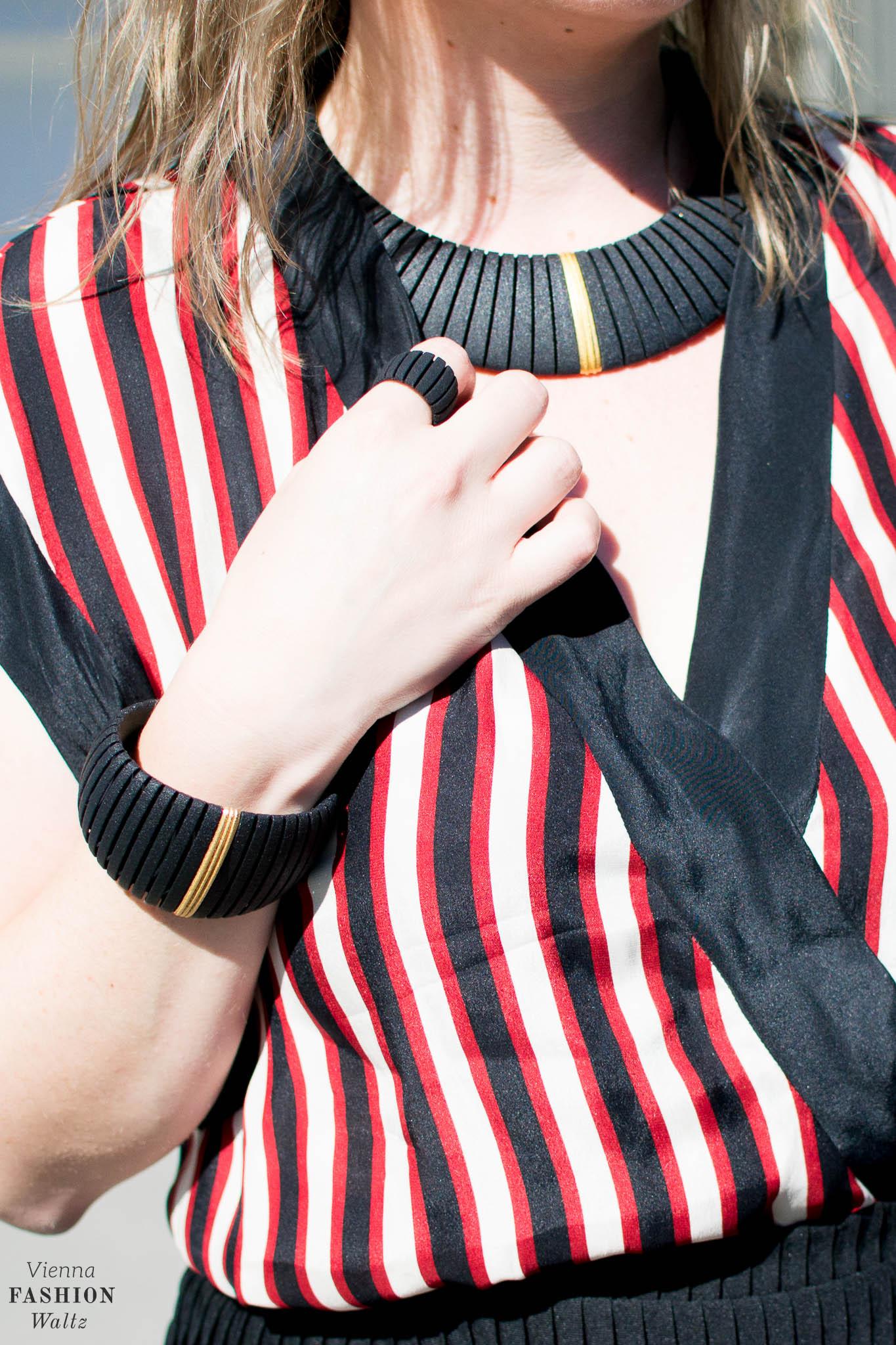 Summer Stripes, Blogger Outfit, Bold Stripes, 3D Jewellery, Dario Scapitta Design, Bally Bag, Vienna www.viennafashionwaltz.com
