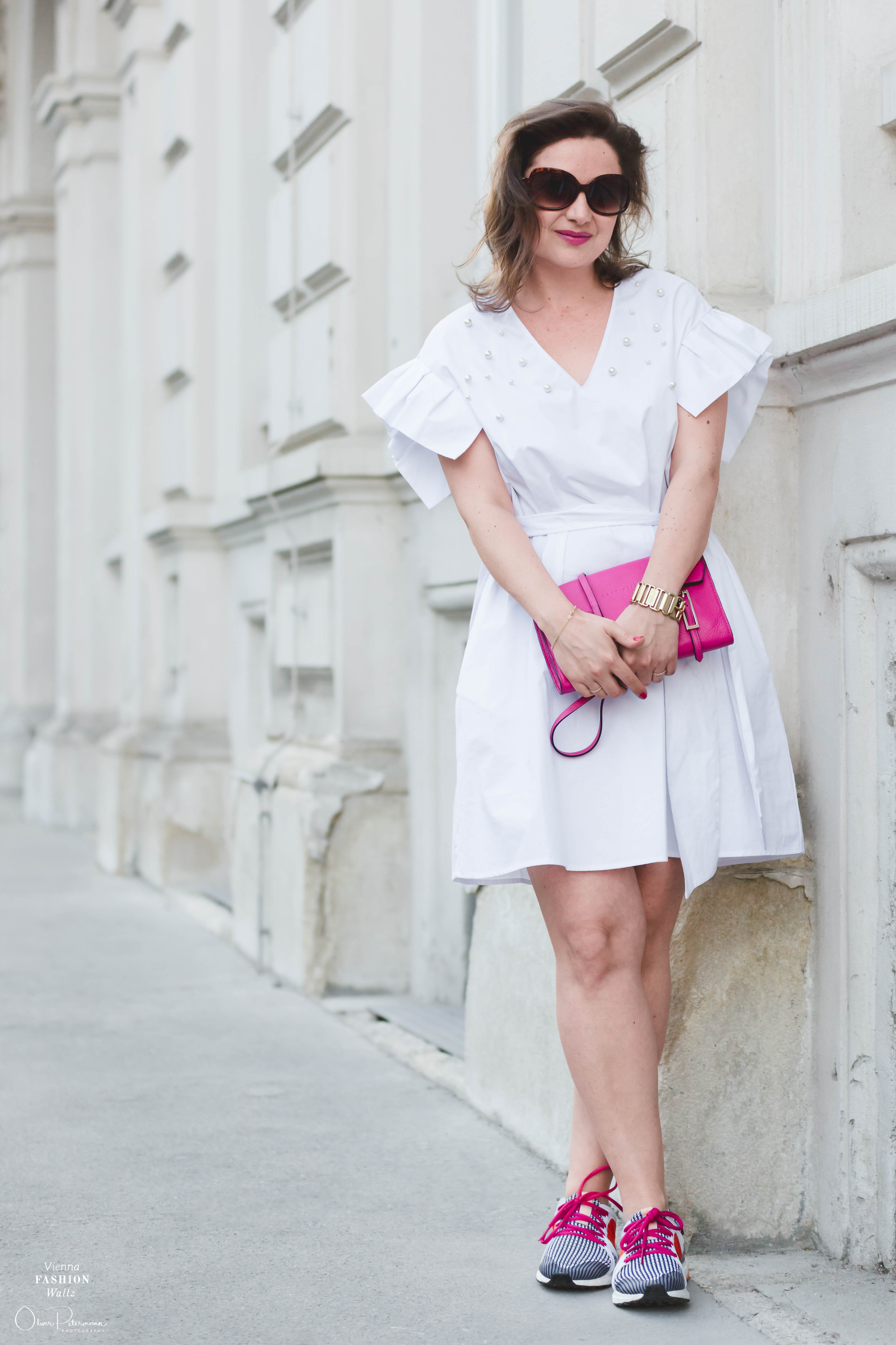 White Summer Outfit| Kleid mit Sneakers | Zara Dress with Volants & Pearls, Pink Coccinelle Bag, Adidas Ultra Boost by Stella McCartney | Fashion Blog Post, Streetstyle Vienna