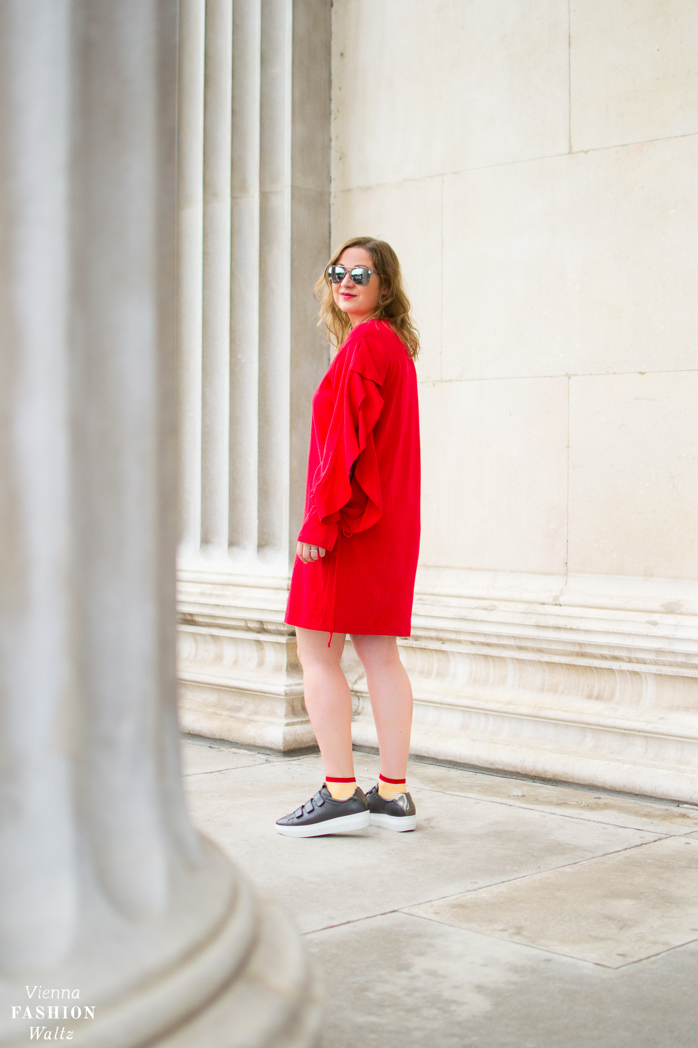 Oversized Red Sweatshirt Dress Outfit with Sneakers, Cos Jewellery, Zara Dress, Högl Sneakers, Streetstyle Vienna