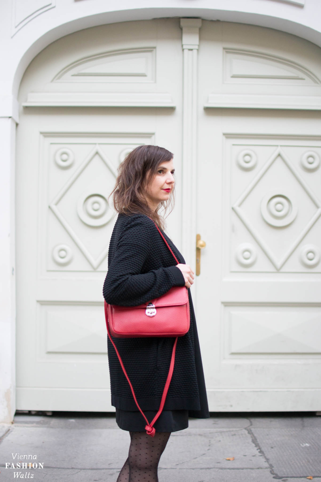Rote It-Bag aus Wien R.Horns Polka Dot Outfit