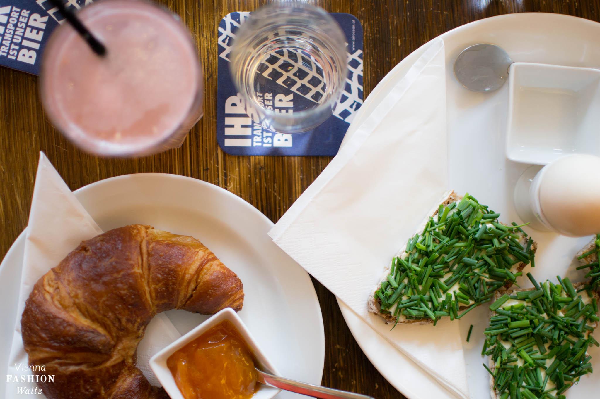 Frühstück im Café Einfahrt | Lokal-Tipp Wien | ViennaFashionWaltz | Robert Menasse Frühstück