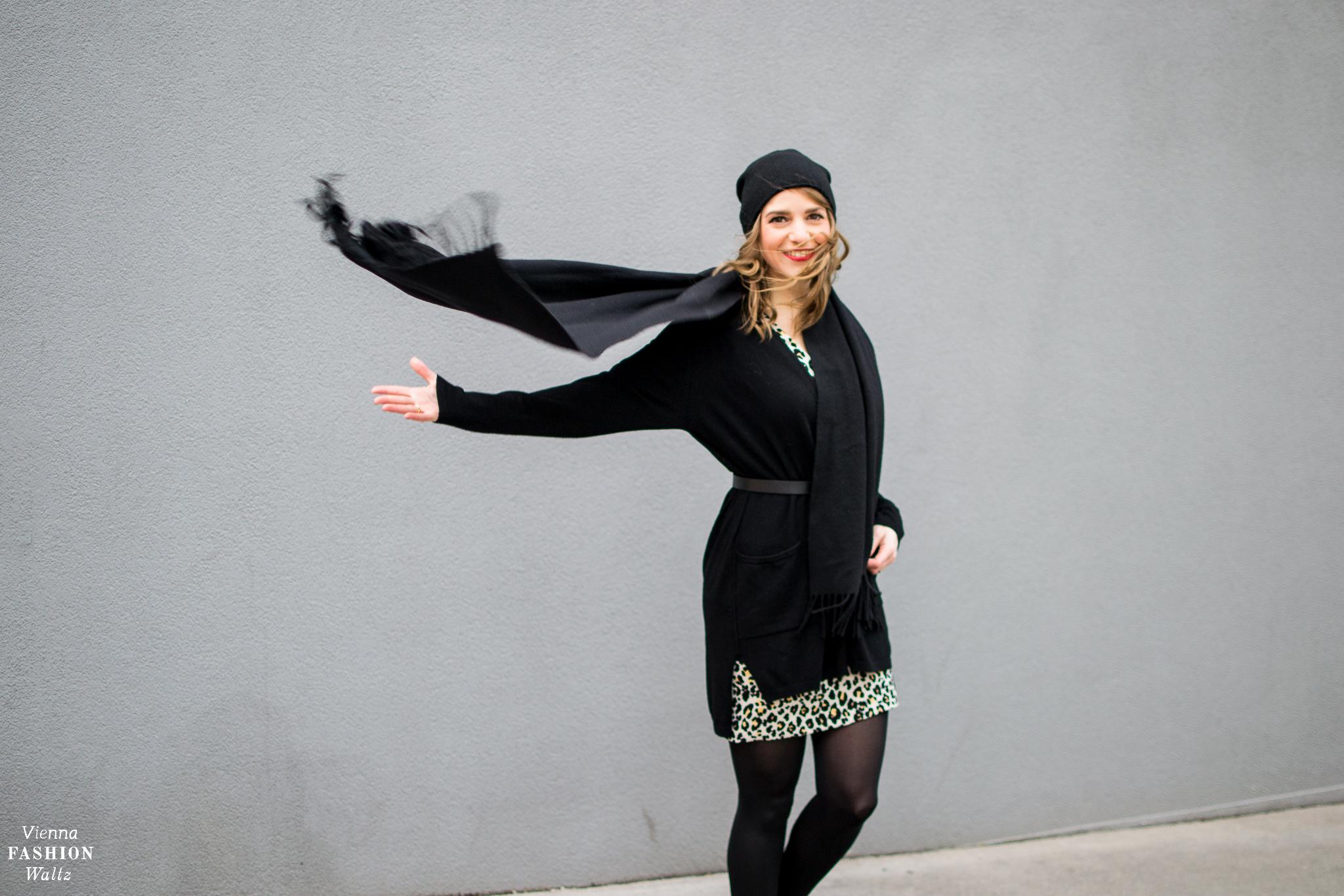 Animal Print Leopardenmuster Dess Kleid H&M Scarf Acne Sneaker Högl Outfit Fashion-, Beauty- und Lifestyleblog Vienna Fashion Waltz #VFWstyleserie
