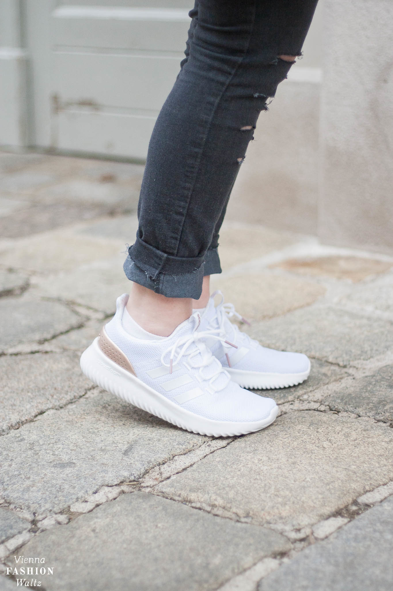 Oversized Wollpulli & Jeans mit Statement Sneakers von Adidas, Streetstyle, Vienna, Outfit, Trends, Second Hand Pulli