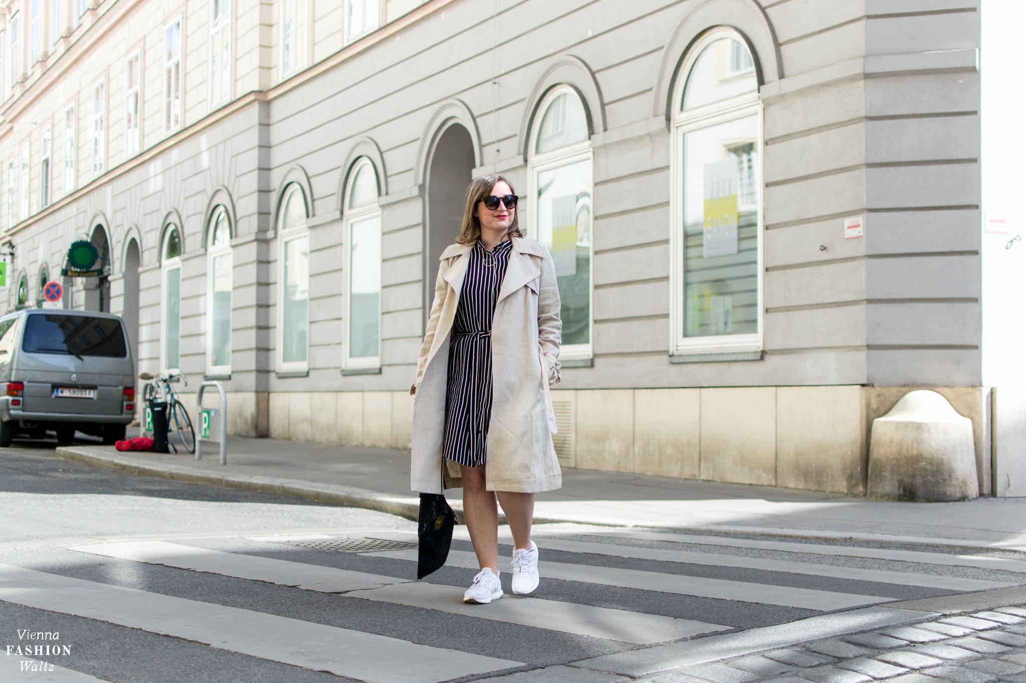 Ein Trenchcoat aus Leinen zum Streifenkleid | Fashion Trends | Streetstyle Vienna | Outfit