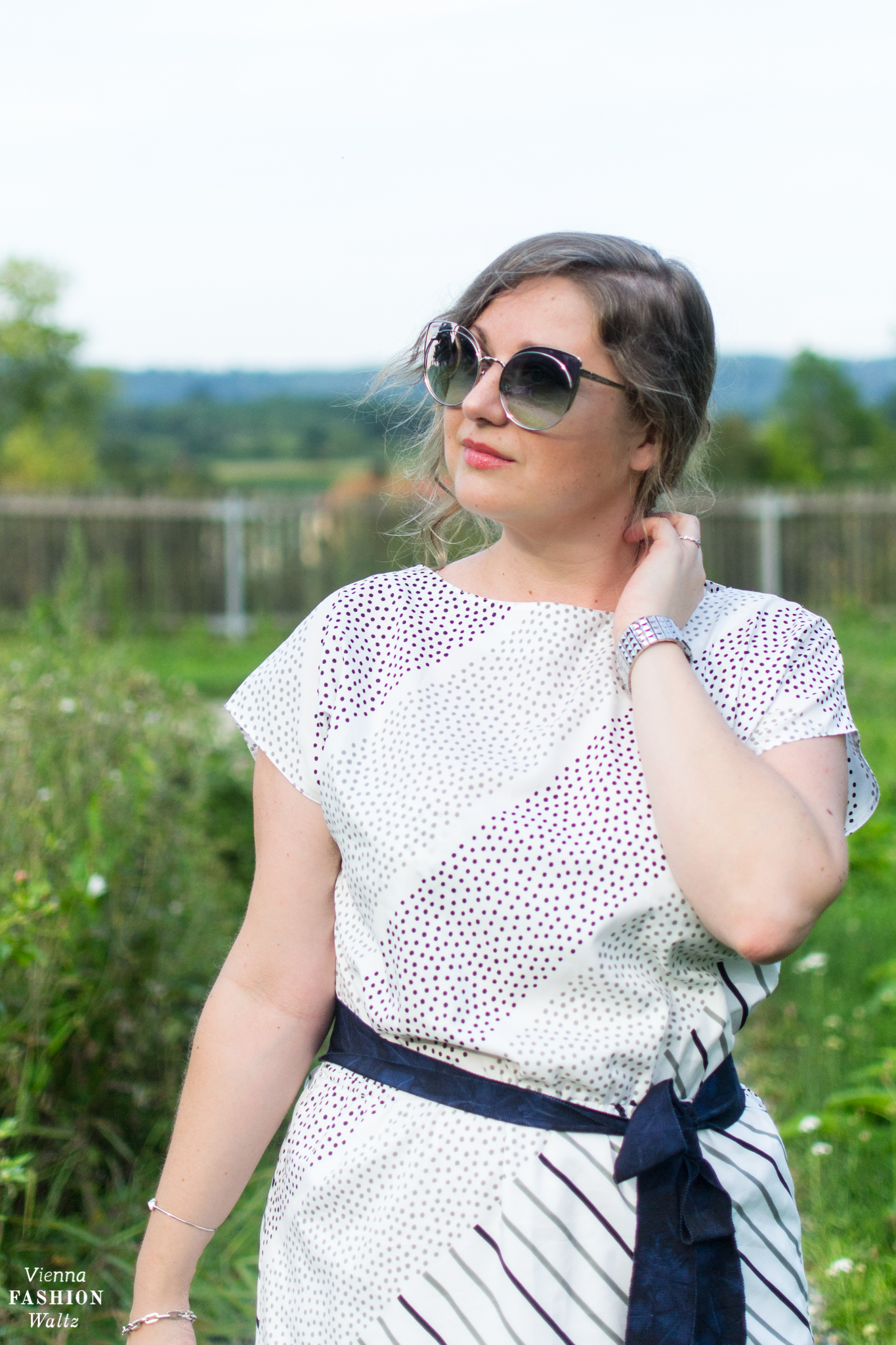 Styling Tipps: Vintage Outfit meets Polka Dots, FASHION TRENDS STYLE INSPIRATION VINTAGE Swarovski Brille, Adidas Stella McCartney Ultra Boost X