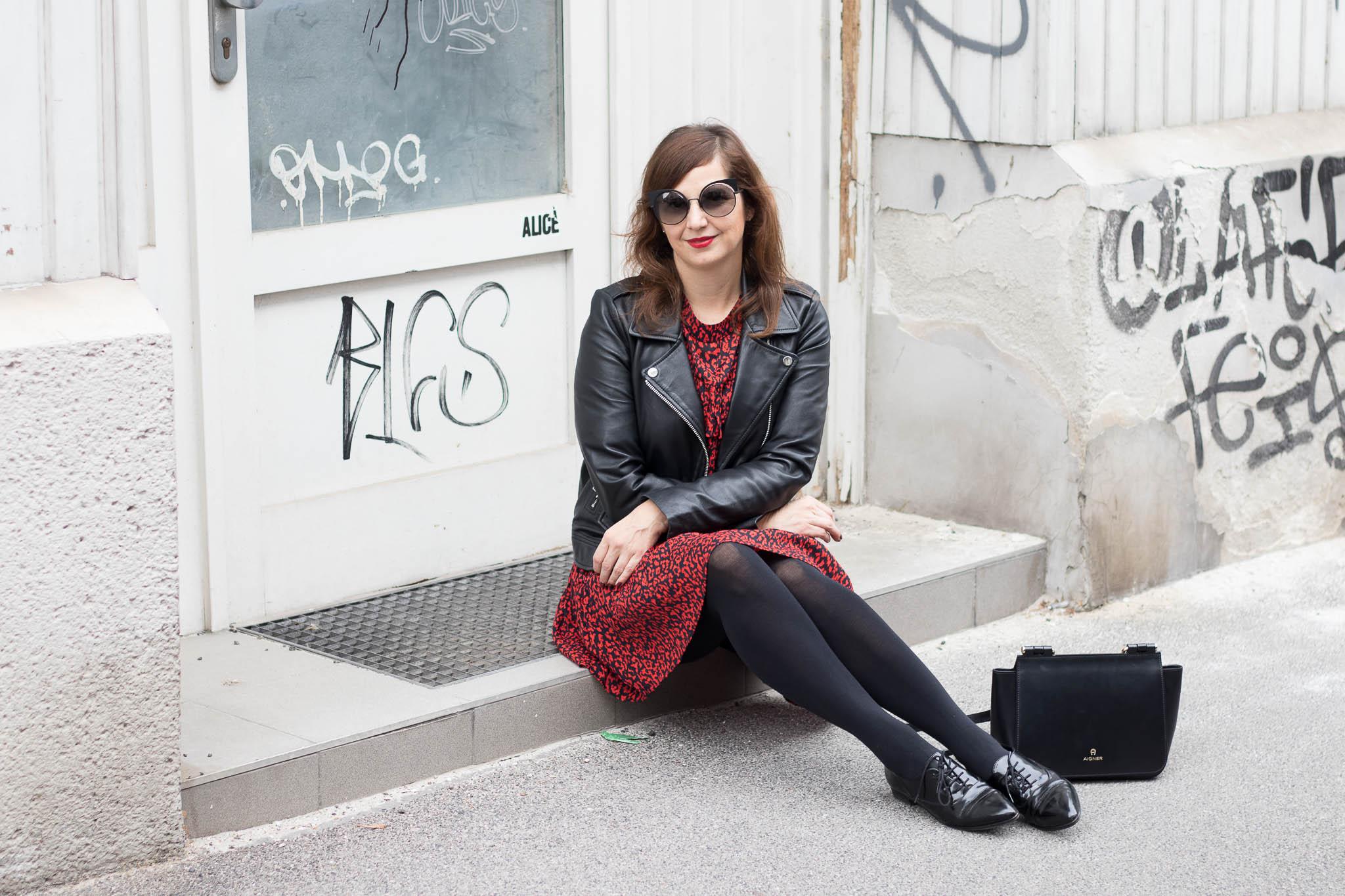 Fashiontrend Leoprint mit Zara Kleid rot, Bikerjacke, Aigner Tasche, Fendi Brille Blog Vienna Fashion Waltz