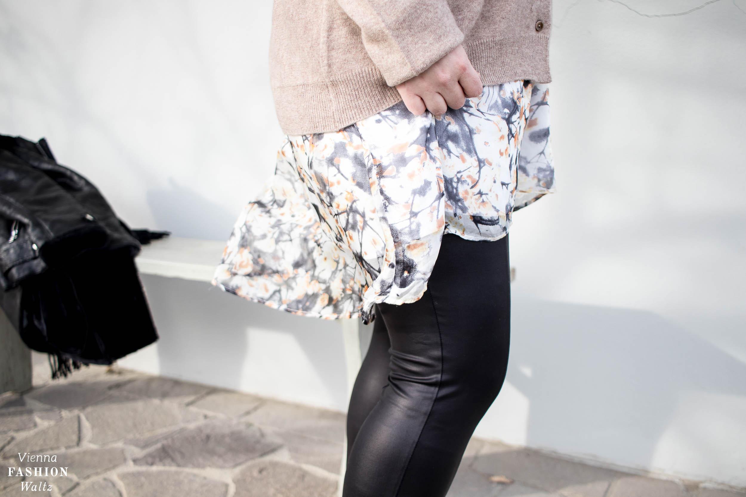 Black & Neutral Winter Look mit Chelsea Boots