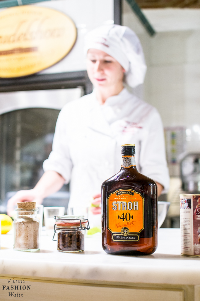 Der originale Stroh Rum für den Apfelstrudel bei derLandtmann Strudelshow